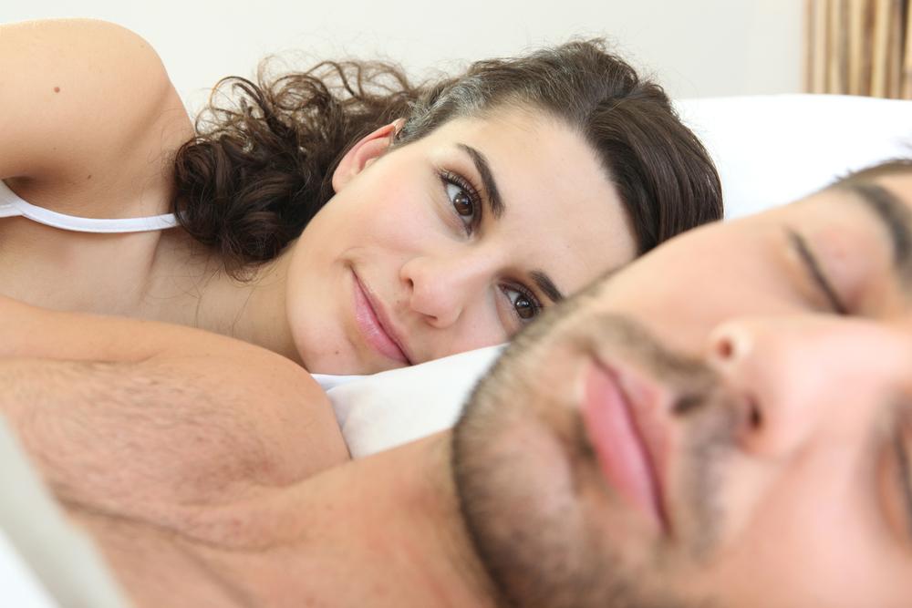 Жена будит мужа смотреть онлайн студентки ласкаются