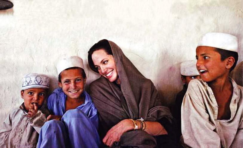 Джоли с беженцами