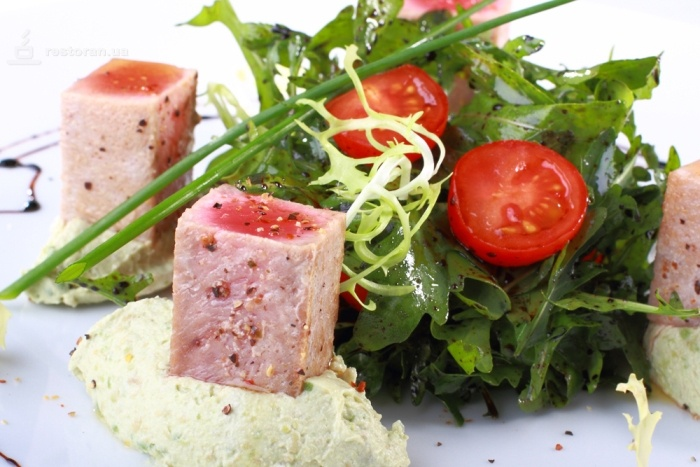 салат сашими с тунцом