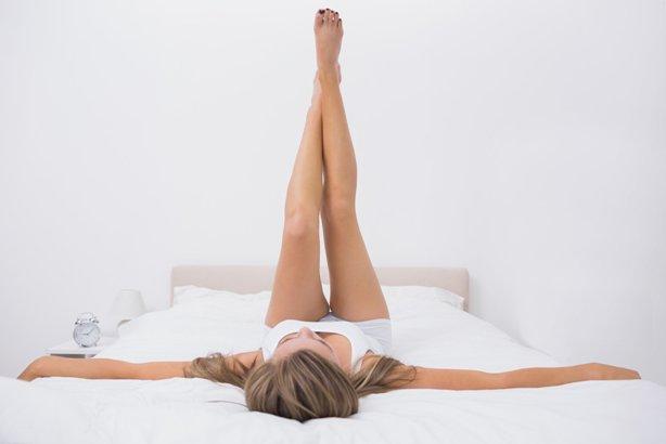 Как сделать зарядку, не вставая с кровати - фото №2