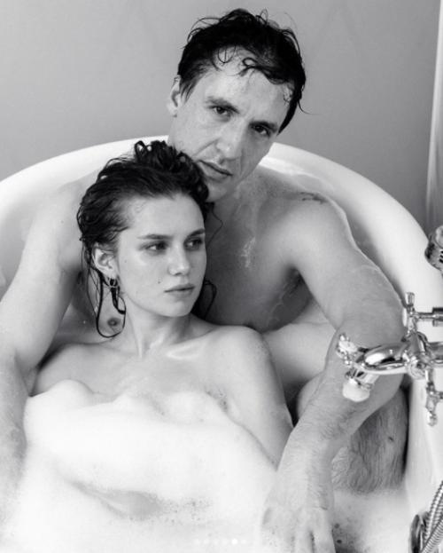 смолянинов мельникова в ванной фото