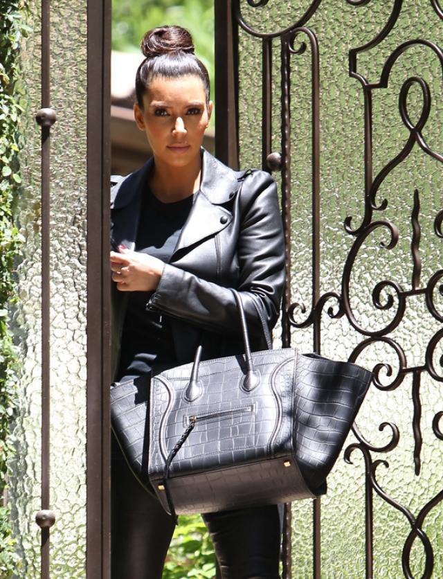 Самые известные сумки в мире Ким Кардашьян Celine Luggage Tote