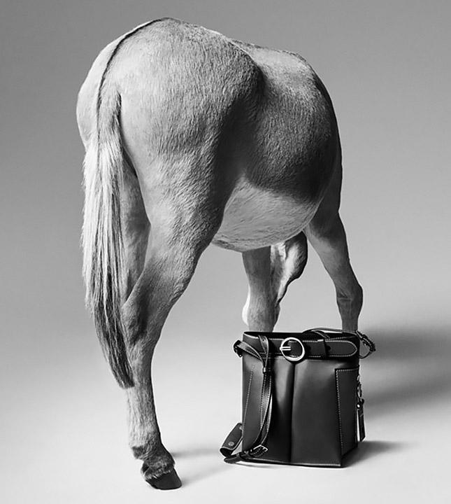 Дебютная коллекция сумок Acne Studios