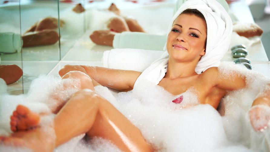 Рэймонд как купаются знаменитости в ванной попки