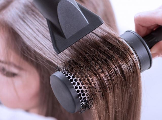 Что делать, если электризуются волосы: 7 путей решения проблемы в домашних условиях
