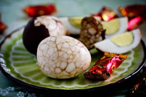 Как красиво красить яйца на Пасху: лучшие идеи - фото №19