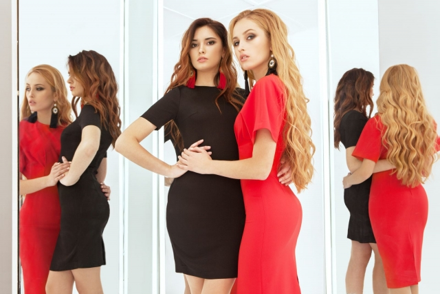 В чем встречать Новый год: 16 красных платьев на все случаи