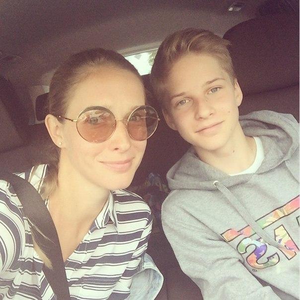 Катя Осадчая призналась, что у нее есть мужчина: тайны личной жизни ведущей - фото №1