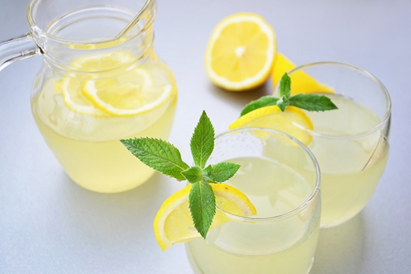 Стакан воды с лимоном по утрам: когда полезная привычка становится губительной - фото №2