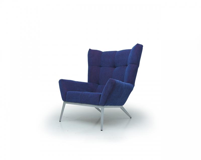 Синее кресло «Калипсо» (сталь, массив дерева, ткань) от бренда Newtown