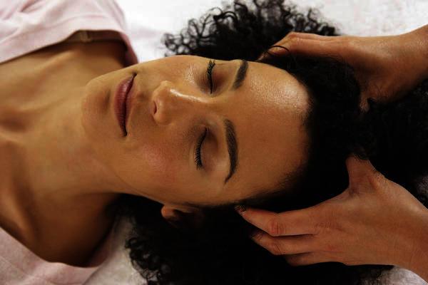 Как ускорить рост волос: пилинг кожи головы - фото №1