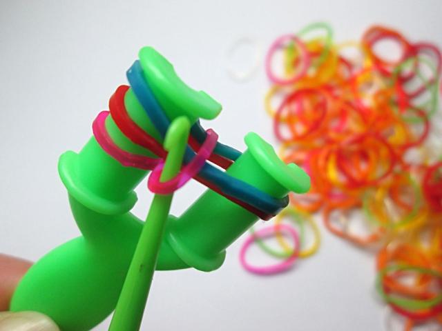 браслеты из резиночек на рогатке