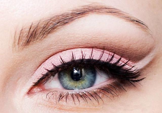 Необычные способы рисовать стрелки на глазах - фото №5