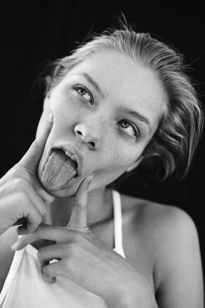 девушка язык