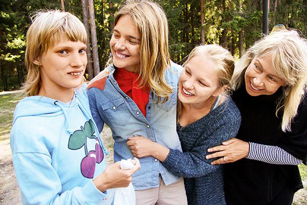 Когда о родственниках не принято говорить: супермодель и сестра-аутист - фото №5