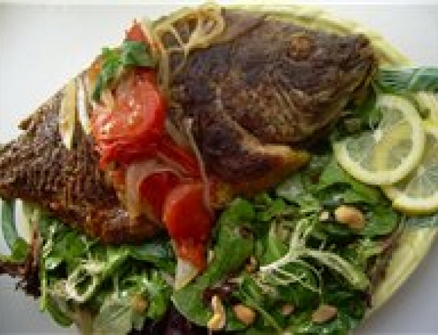 Окуни или караси, жареные в сметане (блюдо русской кухни)