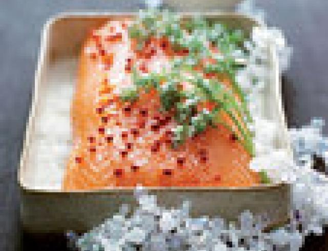 Деликатесный лосось с цуккини (банкетное блюдо)