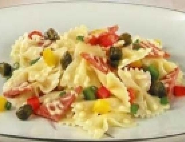 Макаронный салат с салями