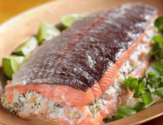 Запеченный лосось с укропным соусом