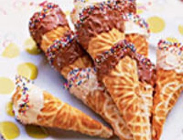 Вафельные конусы с ореховой помадкой