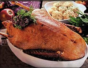Гусь с белой фасолью и сметаной -рождественское блюдо