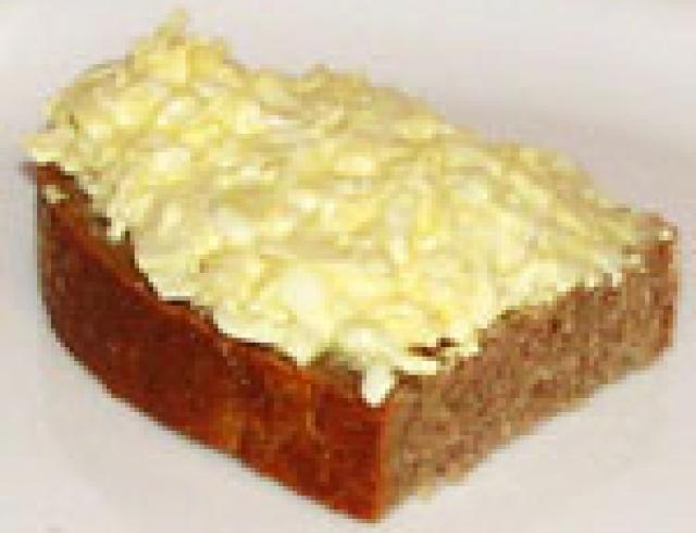 Бутерброд с салом и сыром