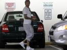 Дэвид Бекхэм носит шлепанцы с носками. Фото