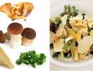 Грибной сезон: салат с лисичками и пармезаном