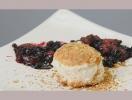 Рецепт чизкейка с карамельно-ягодным соусом. Видео