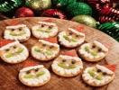 Новогодняя закуска: крекеры в виде Санта-Клауса