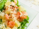 Салат c креветками и ананасом