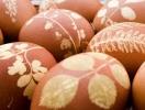 Как покрасить яйца луковой шелухой: топ 5 вариантов