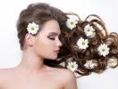 Как защитить волосы летом?