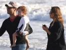 Джессика Альба с дочерьми и мужем отдыхает в Малибу