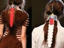 Объект желания: кожаные цветы для волос Fendi