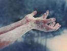 Как спасти замерзшие руки