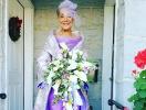 Почему бы и нет: 86-летняя невеста отправилась под венец в платье, которое она придумала сама