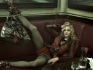 Пьяная Мадонна распивала алкоголь на полу во время фотовыставки в Лондоне (ФОТО)