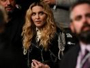 Поклонники Мадонны призвали ее отказаться от фотошопа и эпатажных нарядов