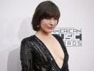 Милла Йовович удивила откровенным нарядом на American Music Awards-2016 (ФОТО)