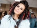 Настя Каменских показала свой зимний гардероб: какие бренды и цвета предпочитает певица (ВИДЕО)