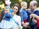 """Кейт Миддлтон и принц Уильям выпустили """"летние"""" рождественские открытки (ФОТО)"""