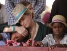 Мадонна официально рассказала о новых членах семьи и показала ФОТО приемных дочерей