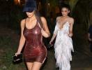 Ким Кардашьян и Кайли Дженнер снялись топлес ради рекламы косметики (ВИДЕО)
