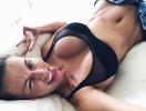 Секси-мамочка Анна Седокова взбудоражила соцсети селфи, показав пышный бюст (ФОТО)