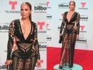 Дженнифер Лопес впечатлила смелым прозрачным платьем в крупную сетку (ФОТО)