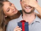 """День защитника Отечества: что подарить мужчине и как отпраздновать """"мужской"""" праздник"""