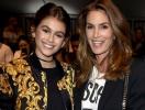 Синди Кроуфорд не хочет участвовать в одном показе с дочерью Кайей Гербер: в мире говорят о зависти к молодости дочери