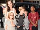 В погоне за ужасами: ради Хэллоуина Анджелина Джоли потратила тысячу долларов на детские костюмы