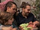 """В США трансгендер родил ребенка """"без пола"""" (ВИДЕО)"""